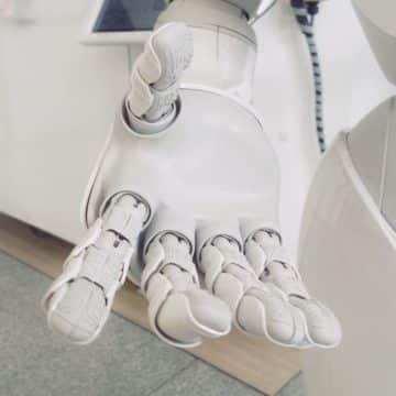 KI-Glossar: Reichen Sie der künstlichen Intelligenz die Hand